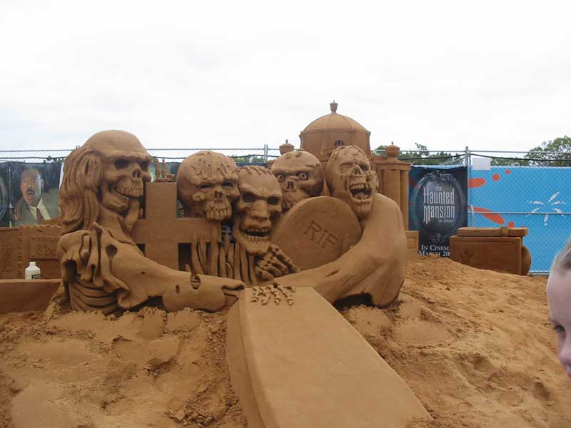 SandCastles-HauntedMansionSculls