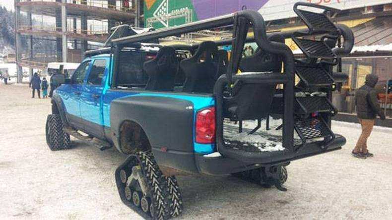 Snow-Tour-Truck